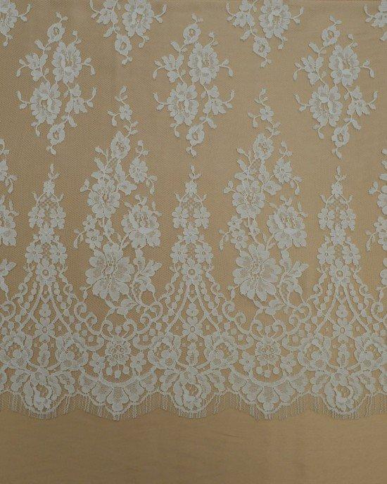 Белая кружевная ткань
