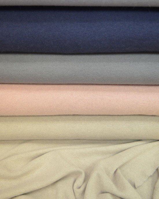 Однотонный трикотаж для пошива одежды